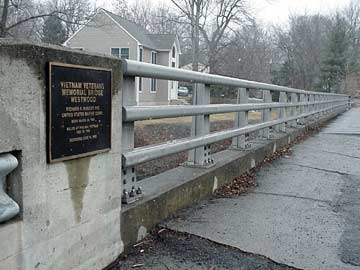 Vietnam Veterans Memorial bridge.
