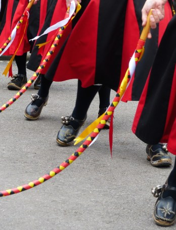 Hoop, clogs and skirts in the Rose