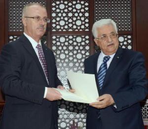 Rami Hamdallah giura davanti a Abu Mazen