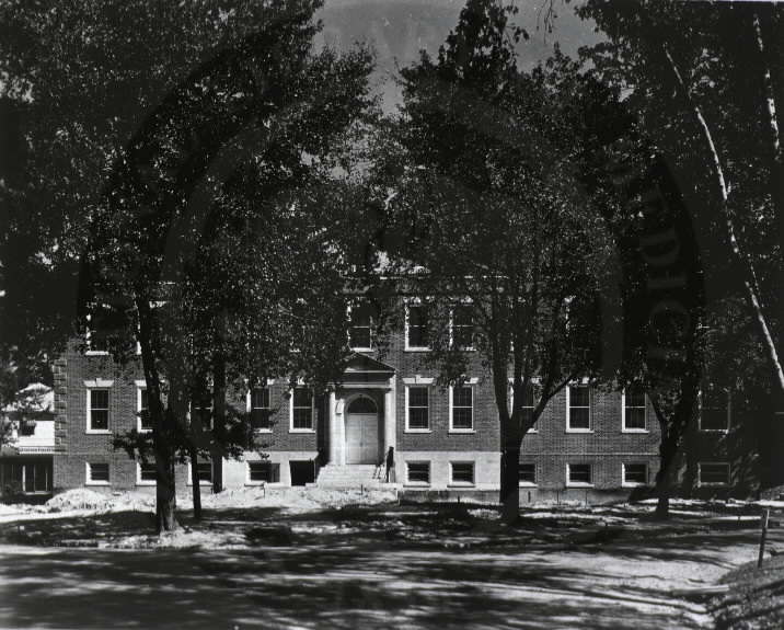 U.S. Army Hospital, Fort Howard, Maryland. : Front view of main building. A08910. Images from the History of Medicine Collection. National Library of Medicine