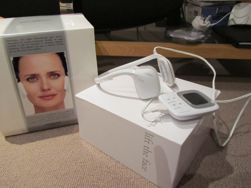 The Slendertone Face machine