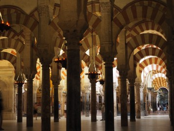 Inside the mosque. Serenity and Romanesque arches
