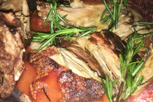 Porchetta arrosto. Cochinillo estilo Sardo con romero y salsa de manzana.