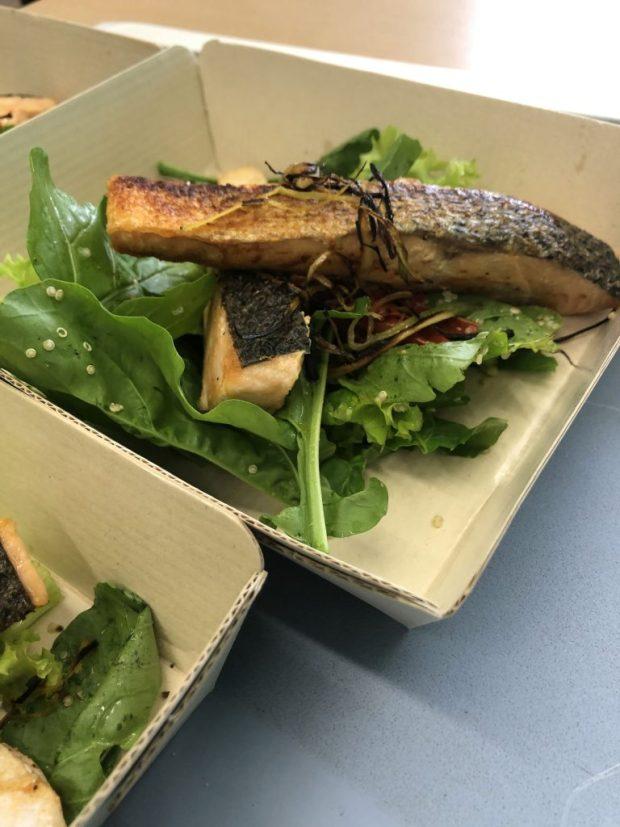Ensalada de salmon del Pacifico Almuerzo museo casa de la memoria