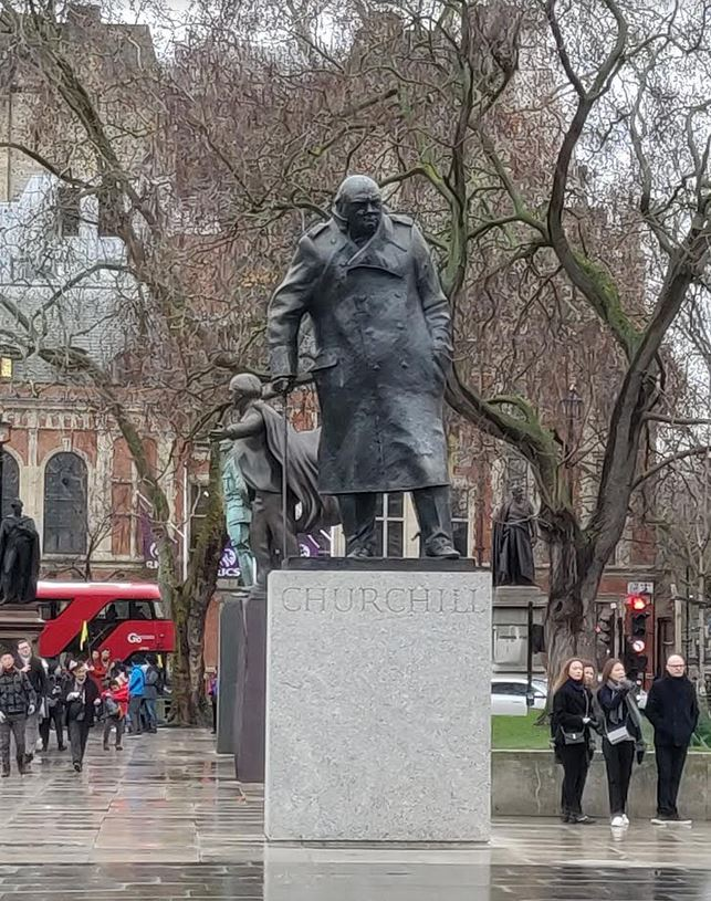Photo of the statue of the World War 2 Prime Minister, Winston Churchill.