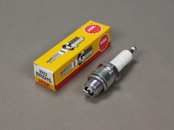 Свеча зажигания для 4-Т двигателя NGK BR6HS