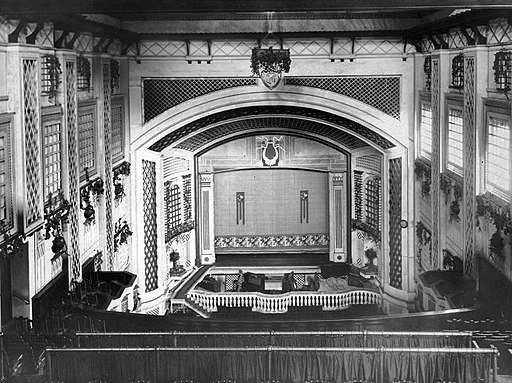 Lyric Theatre in 1920s (Sam Hood, via Wikimedia Commons)