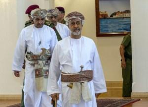 رسائل داخلية وإقليمية عمانية من ظفار