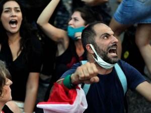 الفساد والتناحر الطائفي وراء أخطر أزمة اقتصادية في لبنان