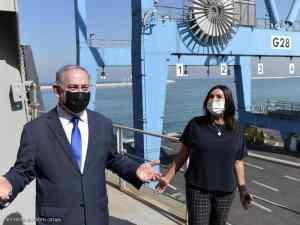 نتانياهو يتفقد سفينة شحن وصلت من الإمارات: هذه ثمار السلام