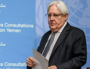 الحوثيون يتهمون غريفيث بالانحياز للتحالف العربي