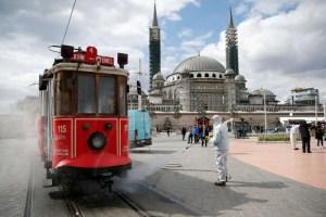أخطار كورونا تزيد الأعباء على اقتصاد تركي متعدد الأزمات