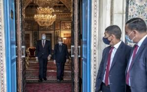 هشام المشيشي يستبق محاولات إسقاطه بتعديل وزاري مرتقب