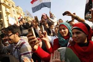"""الموجة الثانية للثورات تؤكد استمرارية زخم """"الربيع العربي"""""""