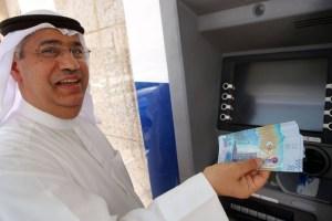 الكويت تفتح نافذة الاقتراض لردم فجوة عجز الموازنة