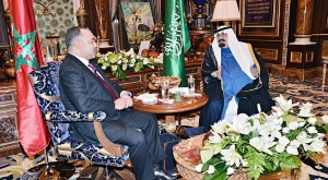 خادم الحرمين يستقبل ملك #المغرب بمقر إقامته بـ #الدار_البيضاء
