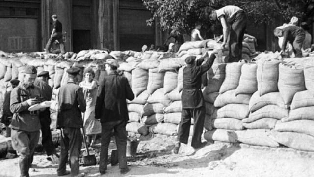 عميل النازيين هيلموت أوبرلاندر الذي تتهمه روسيا بضلوعه في قتل المدنيين