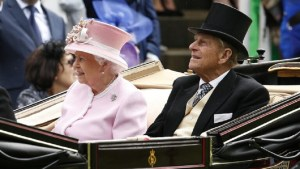 إعادة نشر كلمة تقدير من الملكة اليزابيث الثانية للأمير الراحل فيليب بمناسبة ذكرى زواجهما الـ50