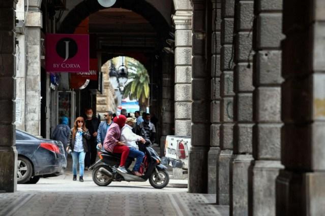 مخاوف في تونس من عجز الدولة عن دفع الرواتب