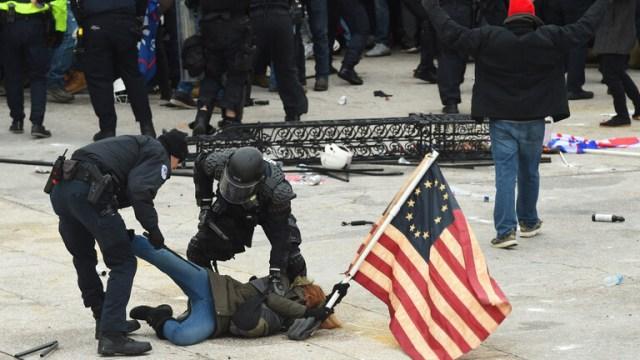 تقرير: أكثر من 400 ألف شخص تلقوا مساعدة طبية بسبب تعرضهم لعنف الشرطة الأمريكية منذ 2015
