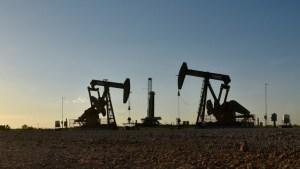 هبوط أسعار النفط مع إعلان استئناف حركة الملاحة في قناة السويس