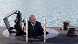 """إسرائيل.. خلاف داخل """"حكومة التغيير"""" بشأن """"قضية الغواصات"""""""