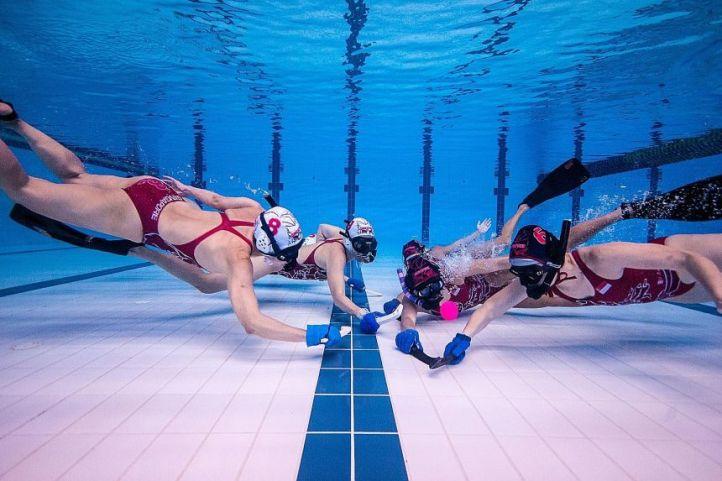 underwater hockey game
