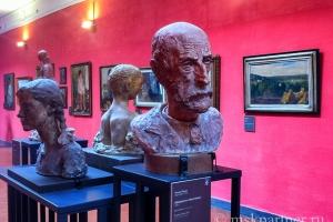 Бюсты и картины в музее Castel Nuovo