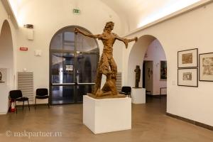 Скульптура в музее Замка Сант-Эльмо