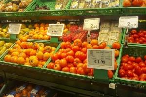 Фрукты в супермаркете Пизы