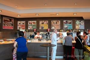 Кафе на вокзале Неаполя