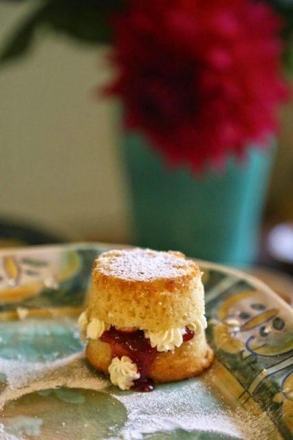 Mini Victorian sponge, David Herberts secret tea