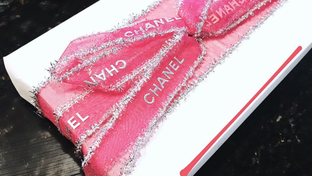 chanel, pretty wrapping, presents, bow, pretty in pink, i have this thing with pink, pink, art, shiny, sparkle, fashion blogger, travel makeup kits, happy holidays