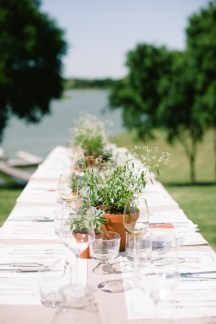 terra-cotta-pots-wedding-table