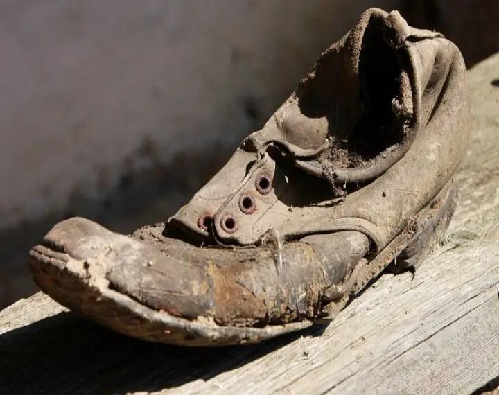 تفسير رؤية الحذاء القديم في المنام للعزباء لكبار العلماء