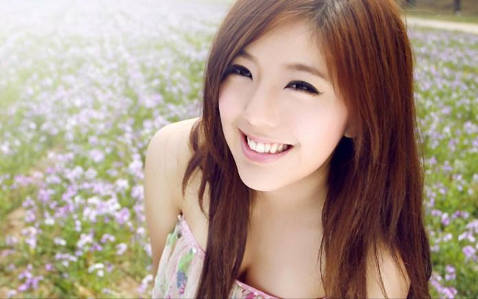 japanese girls smile 01