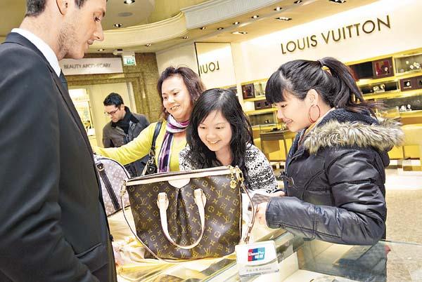驚訝了!你喜歡的「名牌」其實都是「MADE IN CHINA」!中國代工的 12個 內幕公開…