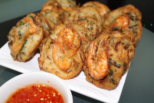 特色小吃《炸蝦餅》的家常做法,和潮州油渣餅做法差不多!