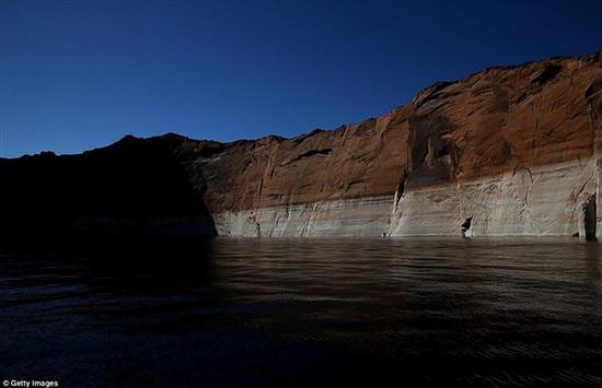 驚人衛星照:看人類15年毀滅一座湖泊