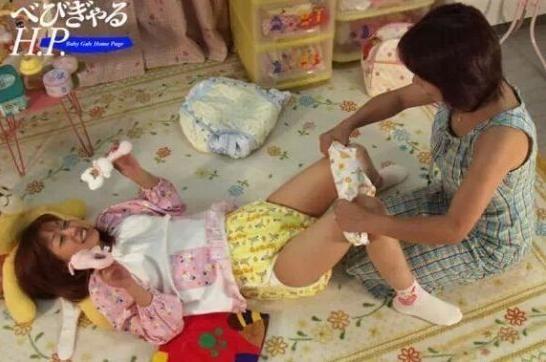 日本成年女性為何還穿尿布?