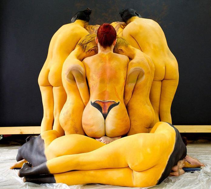 「人肉堆」上作畫 紐約藝術家打造十二星座人體彩繪