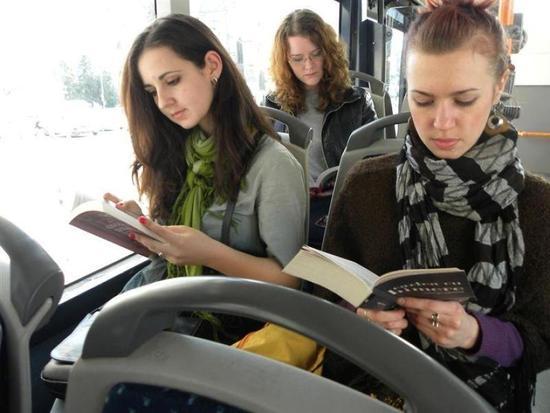 羅馬尼亞市長提議,只要市民在乘坐公共交通時讀書!