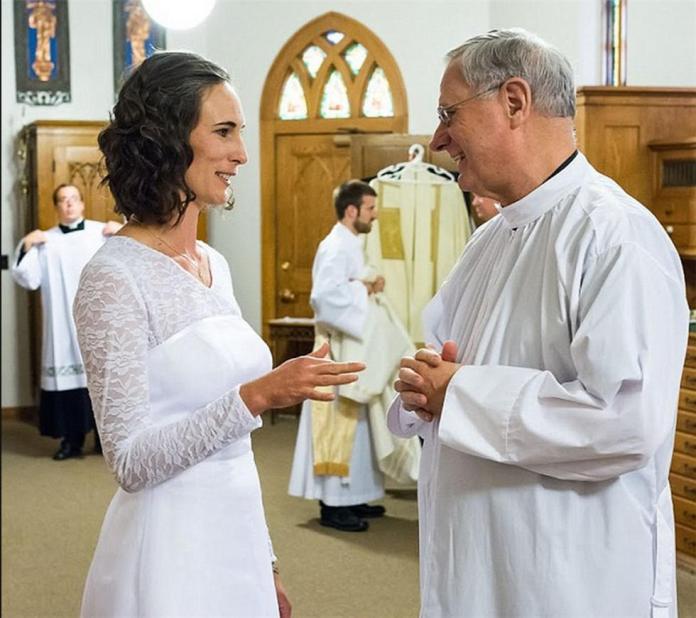 美國女子辦隆重婚禮宣布嫁給耶穌將終身禁慾
