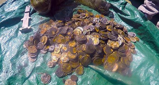 新西蘭潛水者竟在海底發現868枚金幣