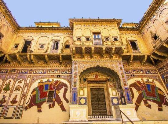 印度昔日豪宅成廢墟,因壁畫重見天日!