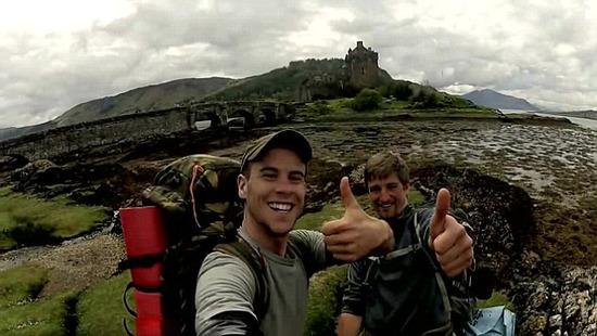 英國兩名大學生分文未帶,徒步窮游蘇格蘭,而且程非常友善