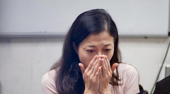 吳綺莉記者會落淚控訴成龍:沒為女兒付過半毛錢