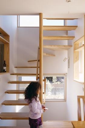 ロフトに上がる階段