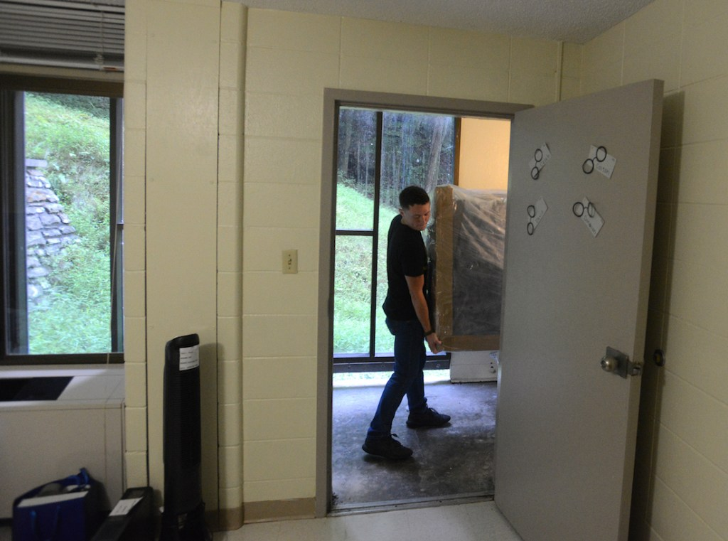 Donovan Ward moves into his residence hall.
