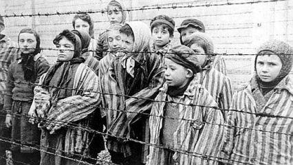 A roma holokausztra emlékeztek